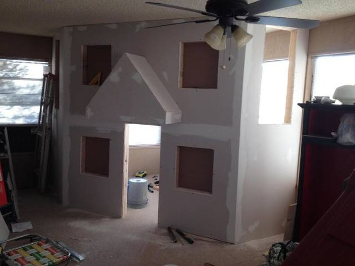 Dad Transforms An Entire Room Into A Playhouse For His Kids (24 pics)