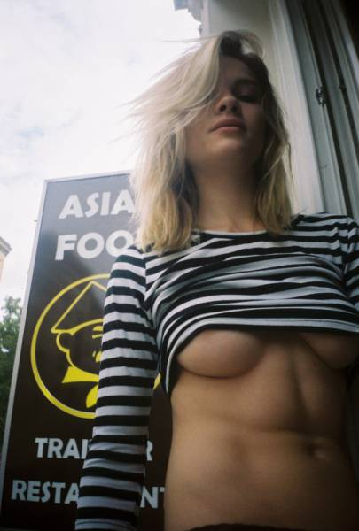 Gorgeous Underboob Pics That Will Put A Giant Smile On Your Face (46 pics)