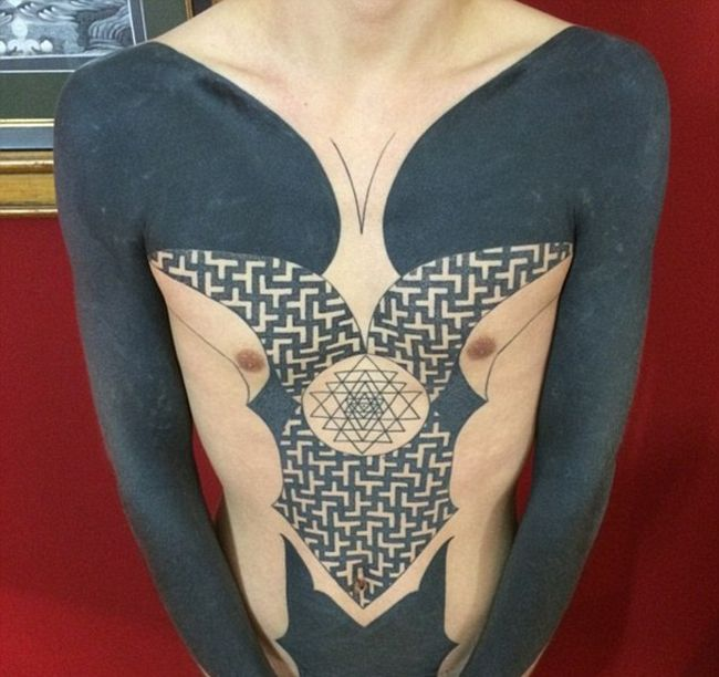 Blackout Tattoos Are Becoming A Big Trend In The Tattoo World (9 pics)