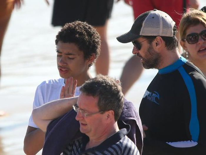 Hugh Jackman Rescues His Son And Other Swimmers From Dangerous Waters (4 pics + video)