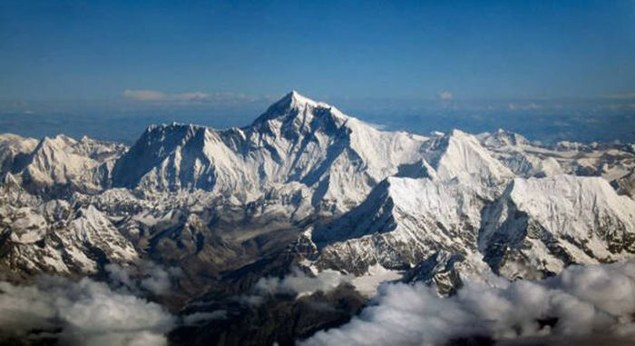 Incredible Photos From The Highest And Lowest Points On The Planet (22 pics)