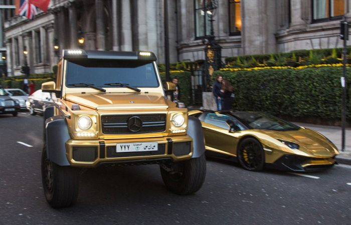 Britain Has An Anonymous Tourist With A Flashy Car Collection (12 pics)