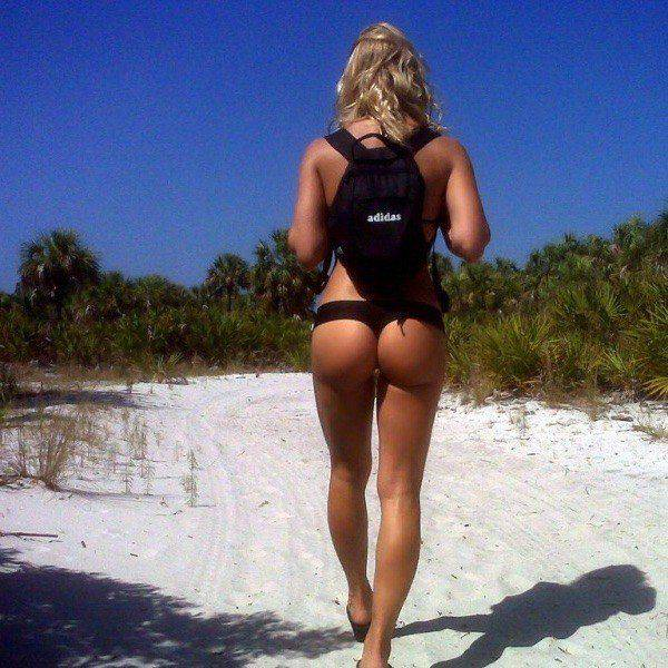Beautiful Girls Show Off Their Hot Bodies From The Backside (49 pics)