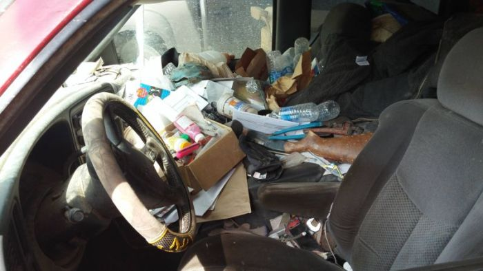 This Might Be The Dirtiest Car On The Planet (5 pics)