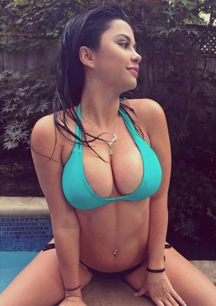 Beautiful Busty Women Have Something That Every Man Wants (42 pics)