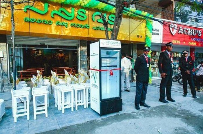 Restaurant Leaves Fridge In The Street With A Special Surprise (7 pics)