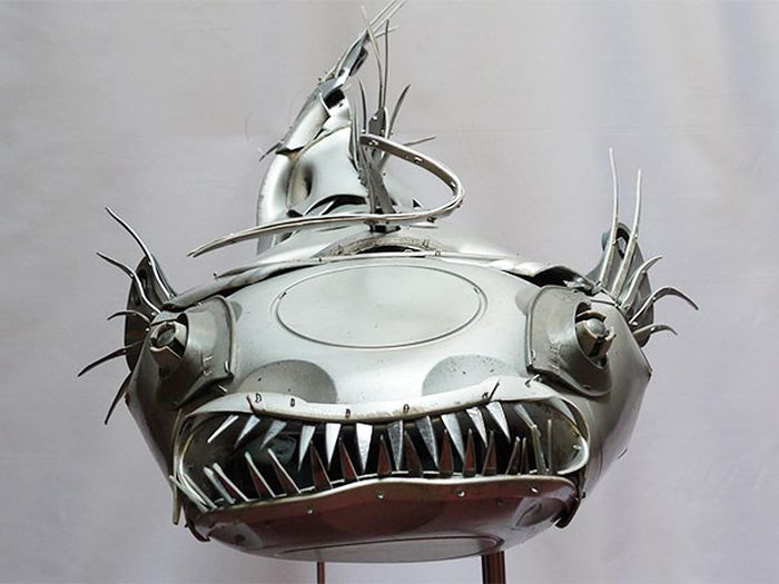 Man Makes Awesome Animal Sculptures Out Of Old Hubcaps (21 pics)