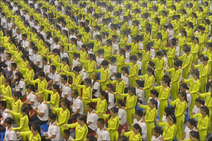 China Is Really Good At Putting Together Public Gatherings (29 pics)