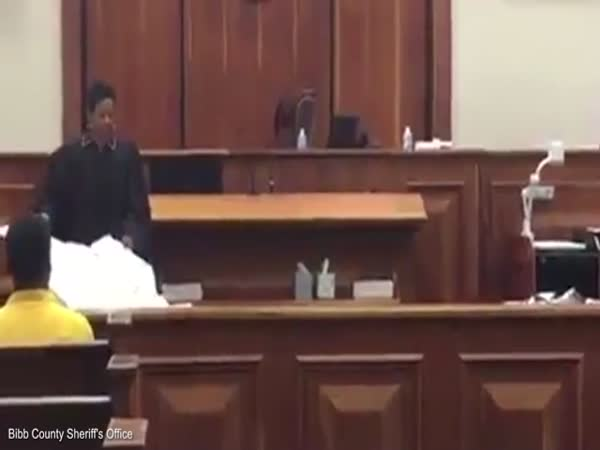 Judges Brutal Truth About Prison Leaves Children In Tears As She Wields Body Bag