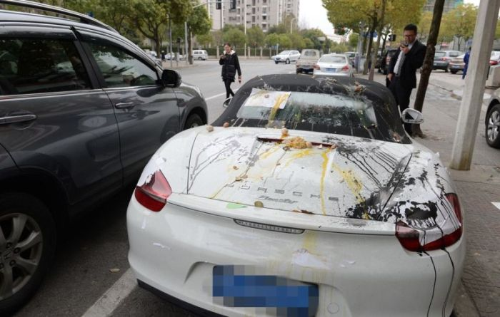 Porsche Gets Trashed When Locals Find It In The Wrong Spot (5 pics)