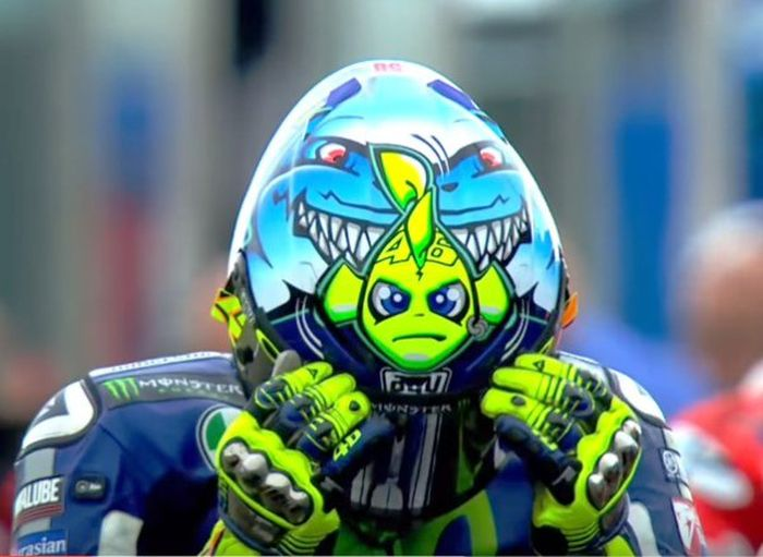 Looking Back On 10 Years Of Awesome Valentino Rossi Helmets (30 pics)