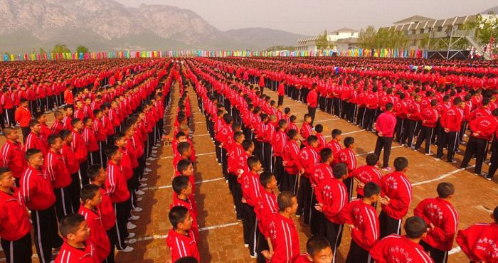 Over 26,000 Students Take Part In A Huge Kung Fu Demonstration (8 pics)