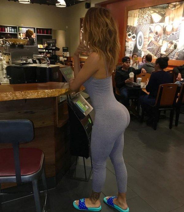 Beautiful Women Who Said Yes To Yoga Pants (32 pics)