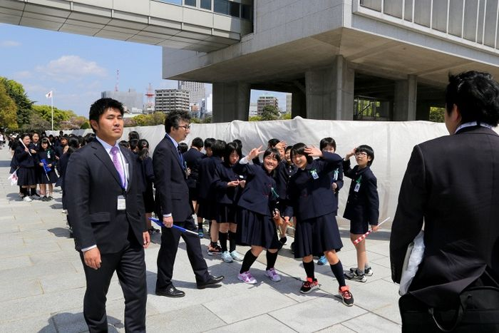 US Secretary Of State Visits The Peace Park In Hiroshima For The First Time (10 pics)