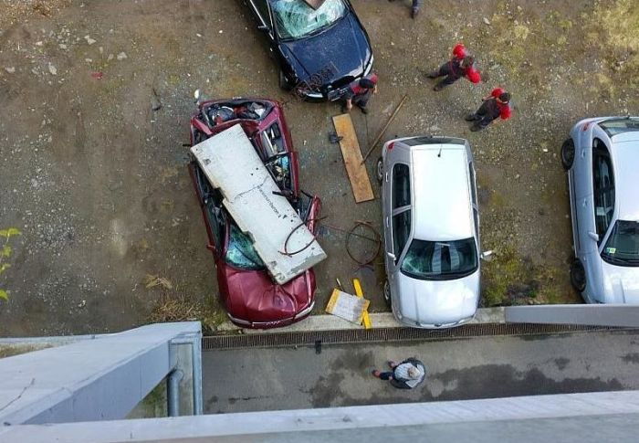 Audi Gets Crushed By A Concrete Block (4 pics)