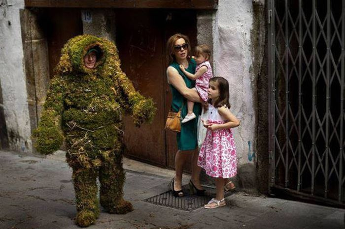 Weird Images And Wacky Situations That Are Impossible To Comprehend (48 pics)