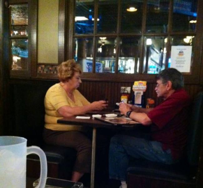 Proof That Young People Aren't The Only Ones Addicted To Technology (18 pics)