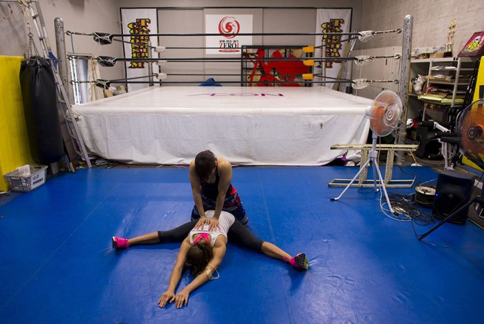 Women's Wrestling Is A Wild And Wonderful Thing (16 pics)