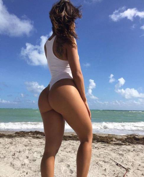 Sexy Girls Who Are Happy To Show Off Their Gorgeous Backsides (55 pics)