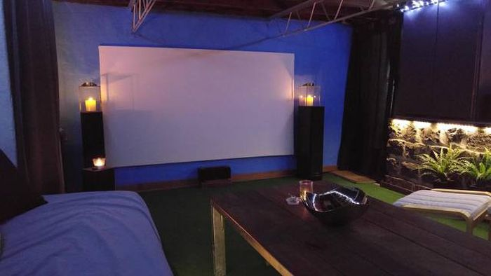 Basement Room Gets Turned Into An Epic Home Movie Theater (50 pics)