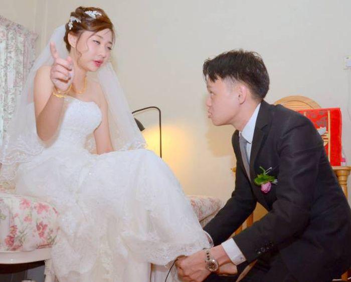 Amateur Photographer Spoils Happy Couple's Wedding Photos (21 pics)
