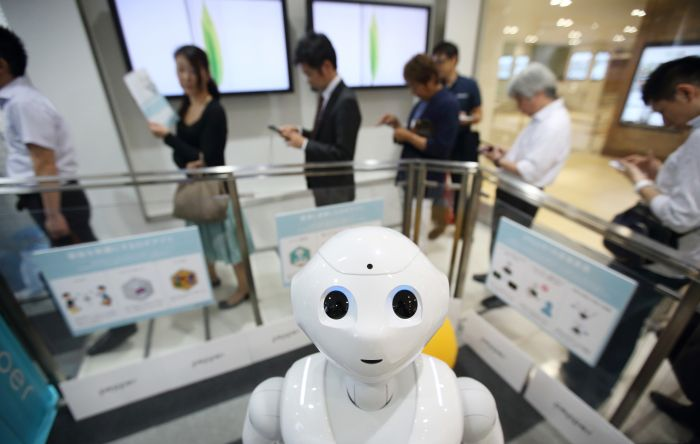 Japanese Robot Attends High School For The First Time (5 pics)