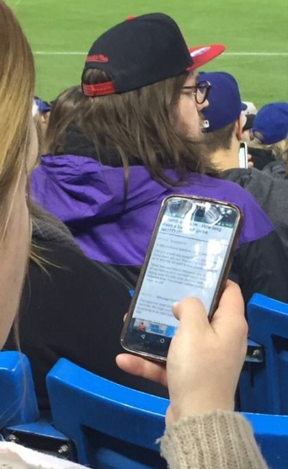 There's A Good Chance That This Woman Doesn't Like Baseball (2 pics)