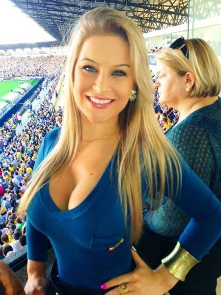 These Gorgeous Women Are Hot Enough To Make Your Head Spin (45 pics)