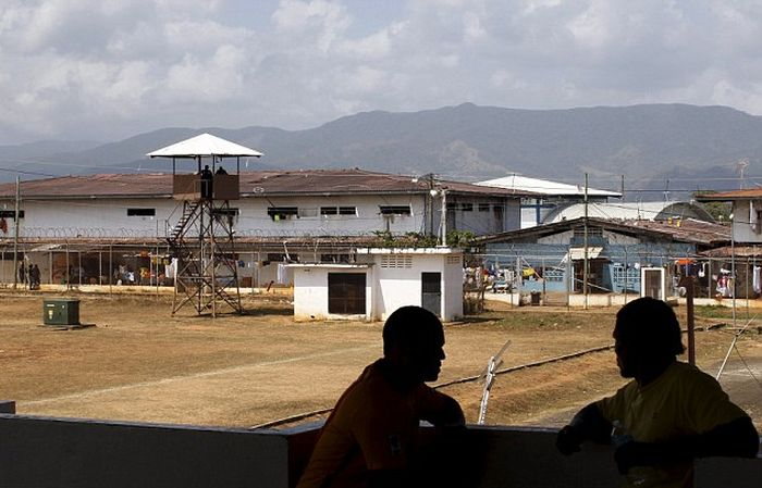Inmates At This Panama Prison Can Be Held For Years Without Being Tried (16 pics)