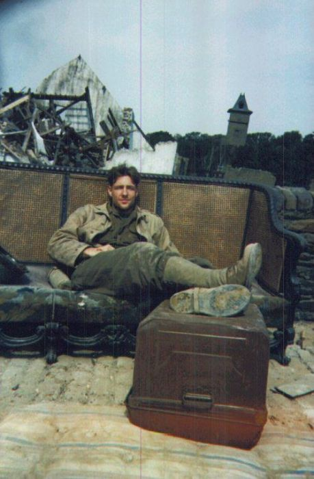 Incredible Images And Behind The Scenes Photos From Saving Private Ryan (24 pics)
