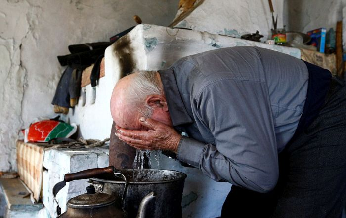 Say Hello To The Last Resident Of Chernobyl (19 pics)