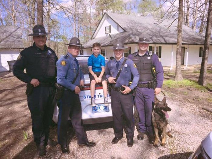 State Troopers Surprise A Kid For His Birthday After His Whole Class Bailed (7 pics)