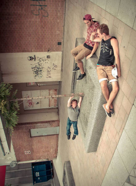 Forced Perspective Technique Can Be Used To Create Surreal Images (67 pics)