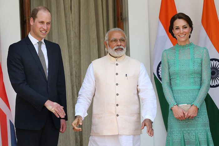 Prince William Received A Very Firm Handshake From The Prime Minister Of India (3 pics)