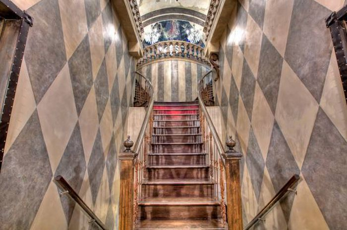 In Montreal There Is An Epic Castle That You Can Rent For Parties (32 pics)