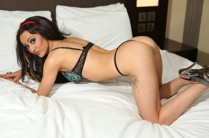 Gorgeous Teacher Gets Fired Because Of Her Hot Lingerie Modeling Photos (7 pics)