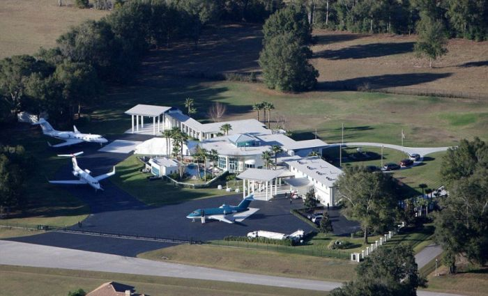 Take A Look At John Travolta's Impressive Florida Home (13 pics)