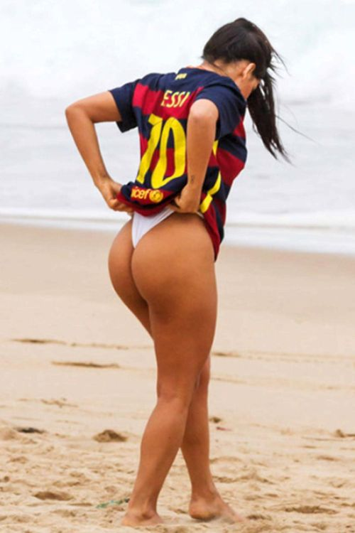 Lionel Messi Blocks Miss BumBum Because Of Her Hot Pictures (7 pics)