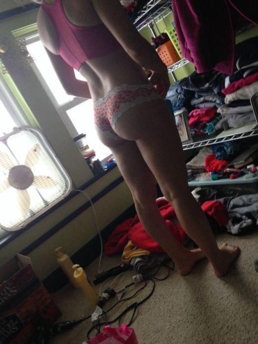 Hot Girls Pose For Sexy Selfies In Cluttered Rooms (25 pics)