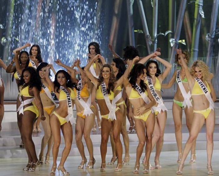 A Look Back At How The Miss Universe Competition Has Evolved Over The Years (30 pics)