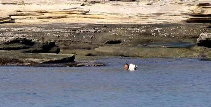 River Monsters Crew Finds A Castaway Stranded On An Australian Island (5 pics)