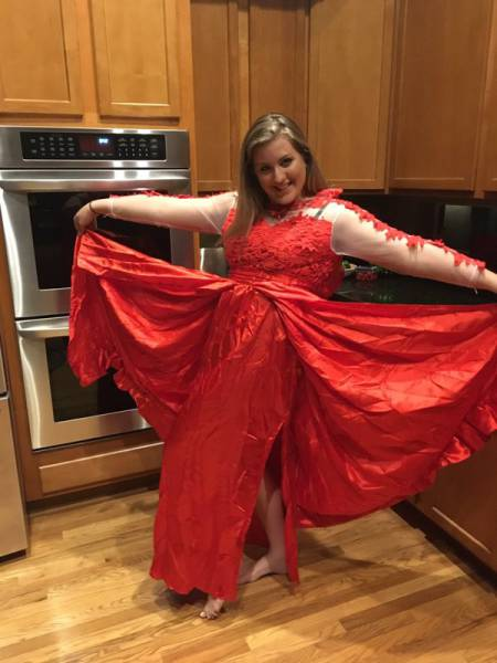 Girl Makes The Mistake Of Buying Her Prom Dress Online (3 pics)
