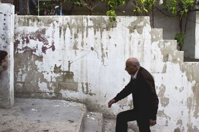 Artist Uses Old Paint To Share The Stories Of Palestinian Refugees (9 pics)
