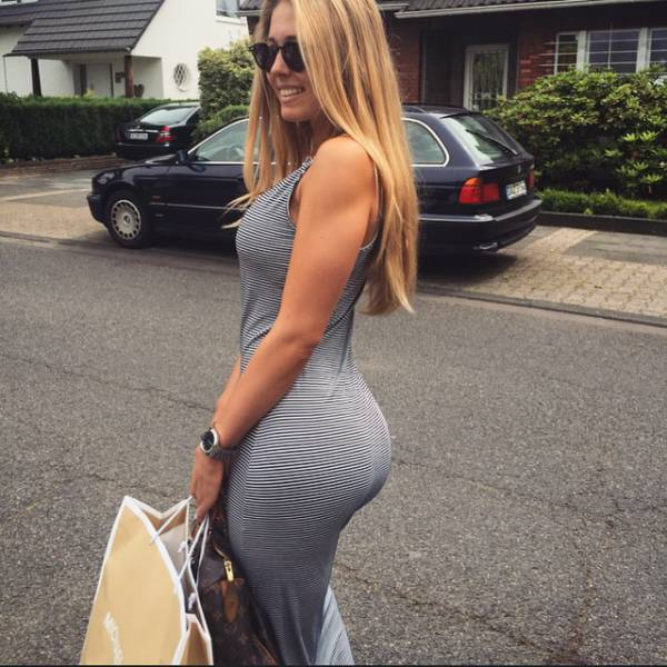 When A Babe Has A Beautiful Booty The View From The Back Is Always Nice (55 pics)