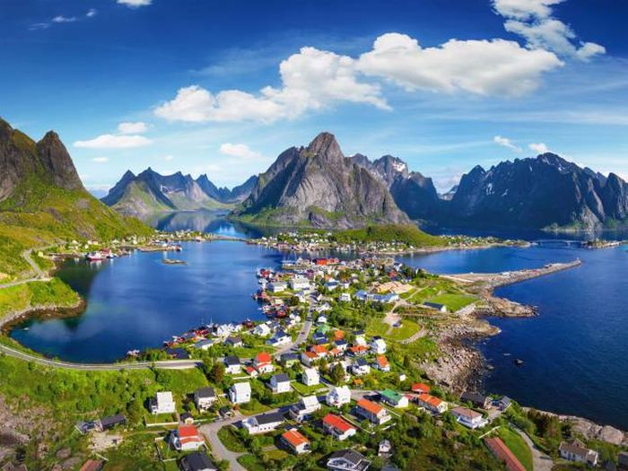 Small Villages From Around The World That Everyone Should Visit At Least Once (19 pics)
