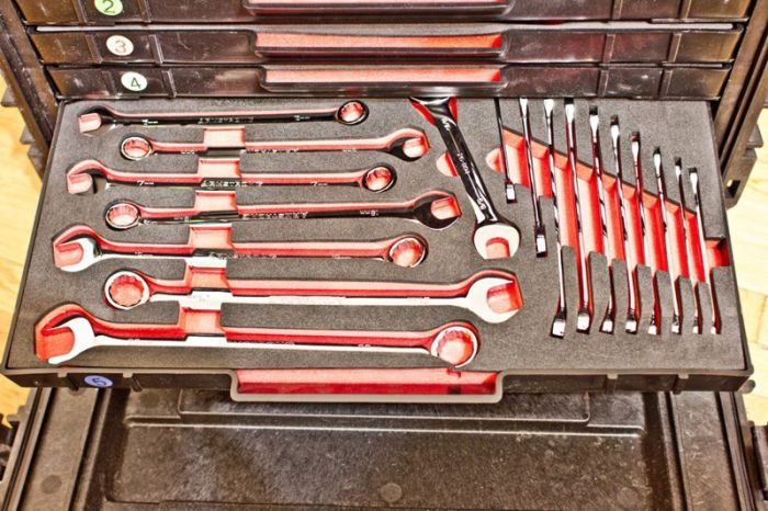 A Look Inside The Tool Box Of An American Military Engineer (15 pics)