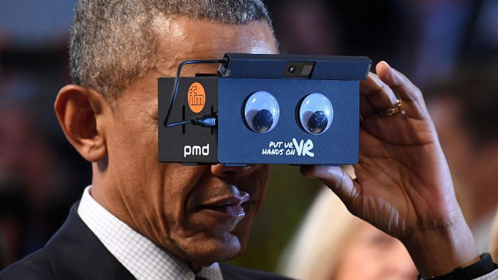 President Obama And Angela Merkel Test Virtual Reality Technology (5 pics)