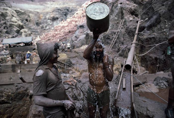 Back In The 80s People Traveled From All Over The World To Search For Gold In Brazil (23 pics)