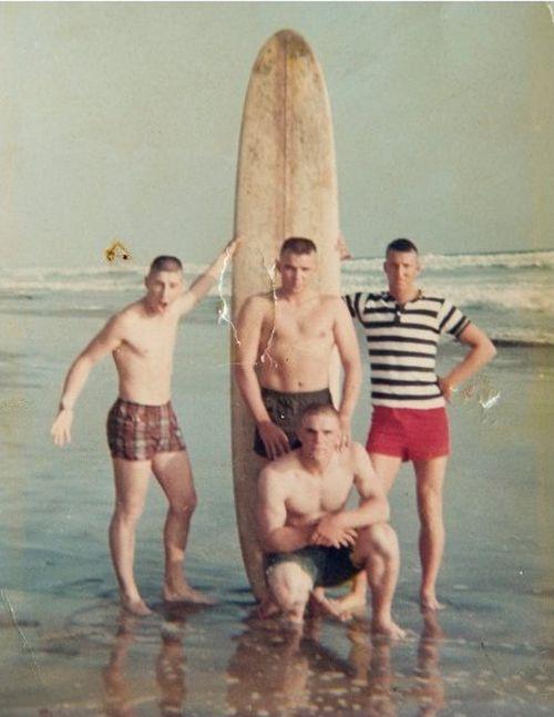 Vietnam War Veterans Recreate A 50 Year Old Photo (2 pics)
