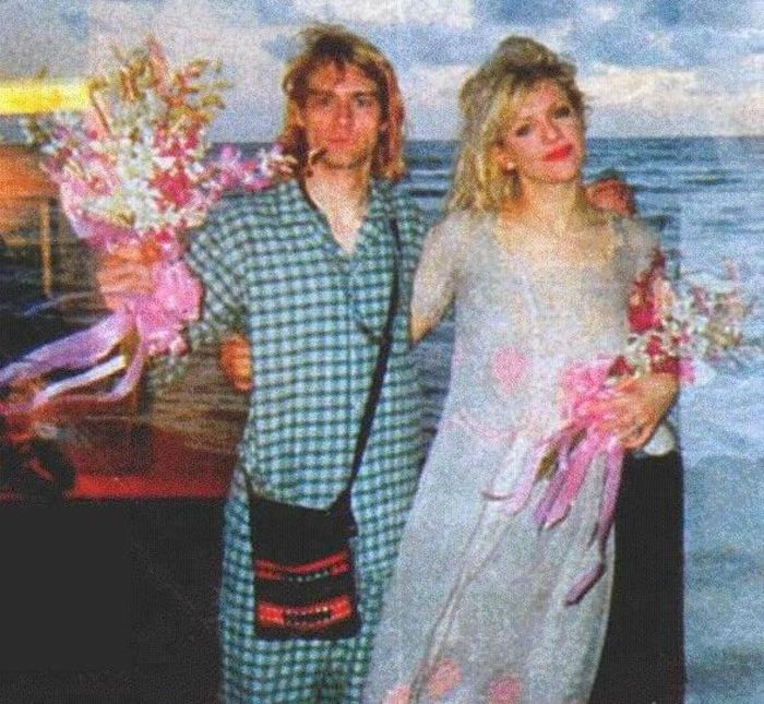 Vintage Photos From Kurt Cobain And Courtney Love's Wedding Day (7 pics)
